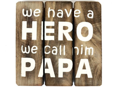 Houten Bord `We have a hero we call him Papa`